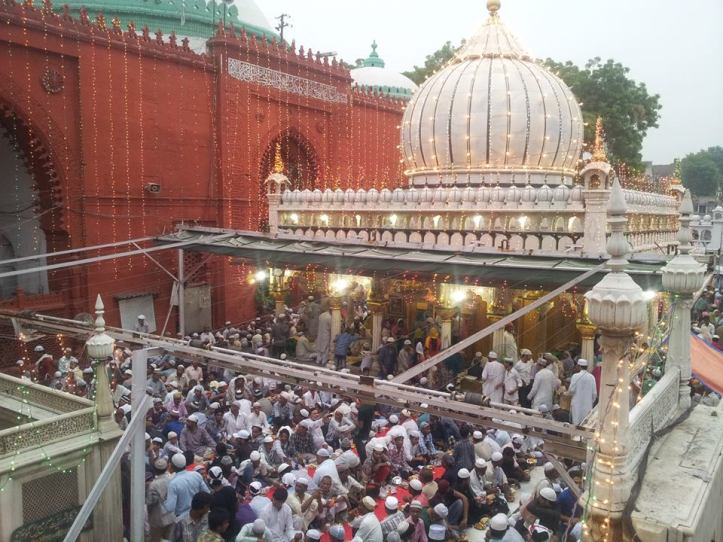 Roza iftar at dargah